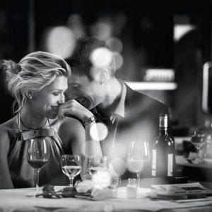 7a2642a3f7ecfcd394bad4026f51f2de romantic moments romantic love 300x300 - どのグレードのレストランに誘うか?男子の頭の天秤 vs 奢られ女子