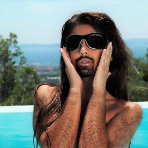 Woman with a Beard in Pool 76689 300x300 - 女性による男性ホルモンケアって何?