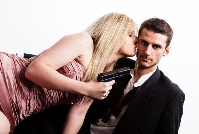 couple 1719660 1920 696x468 - なぜ妻にキレられる夫の方が優秀なオスなのか?