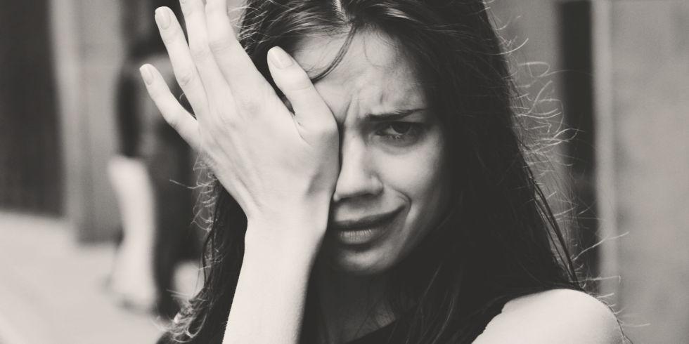 crying woman - 「一生の安定」を求める女子は必見!知るは一時の面倒、知らぬは一生の負け犬。【前編】