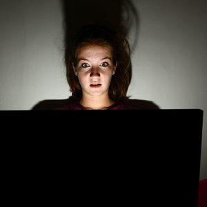 staying up late 3461794b 300x300 - 天才に近づく?やる気ホルモン「ドーパミン」を増やすには
