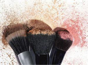 trendisu.com makeupbrushes 300x223 - 肌への悪習慣チェック。あなたは大丈夫?