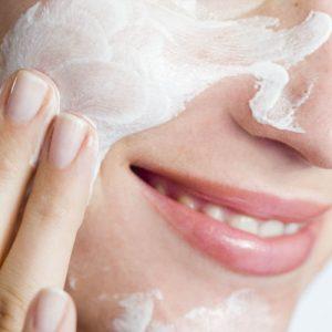 landscape 1453252591 skincare woman 300x300 - 脂性肌、敏感肌、乾燥肌、それぞれの肌質に合った洗顔料とは?