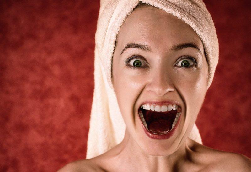 woman 2094172 1280 800x550 - 「美容常識の9割はウソ」を実践するスキンケア選びのポイントを紹介!